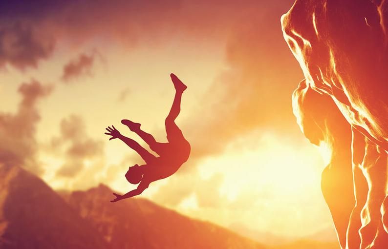 sognare di cadere e precipitare significato e simbologia