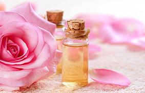Acqua di rose proprietà benefici p